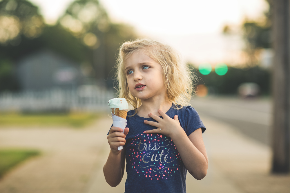 Long-Island-Family-Photographer-Children-Suffolk County - Hello-olivia-photography-lifestyle-ice-cream-cone-microphone.jpg