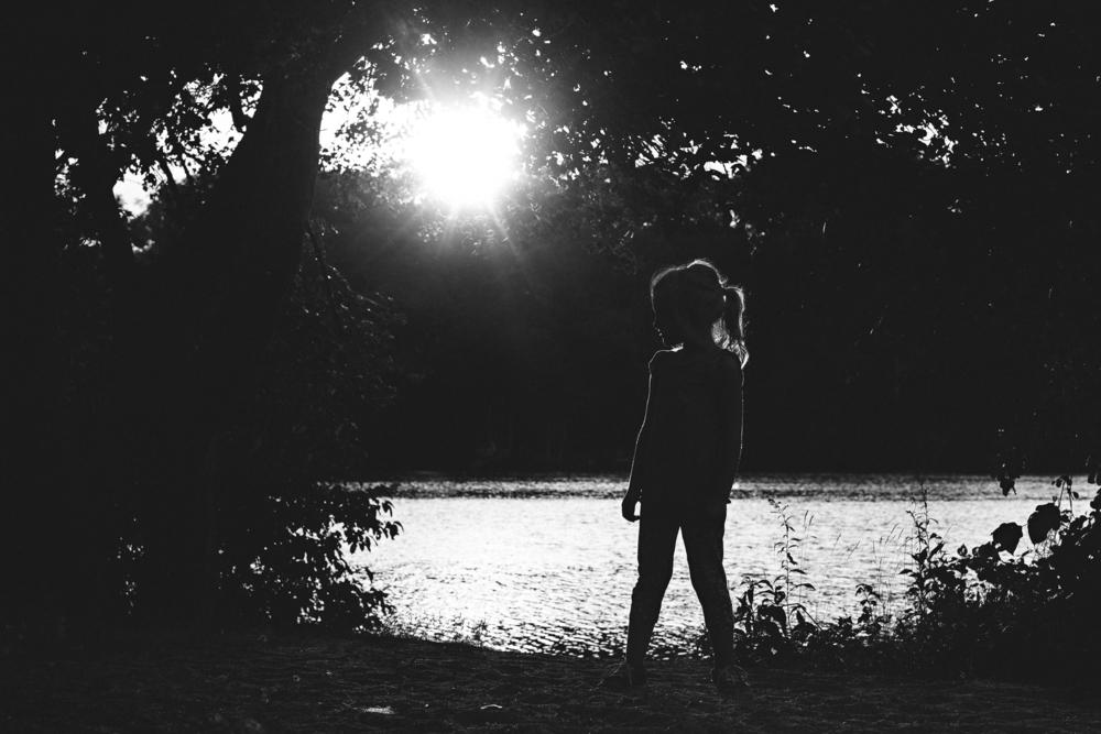 long-island-photographyer-hello-olivia-photography-park-rim-light.jpg
