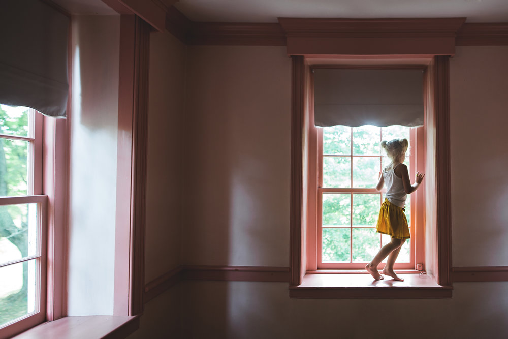 Hello-olivia-photography-Long-island-photographer-children-family-dancing-window.jpg