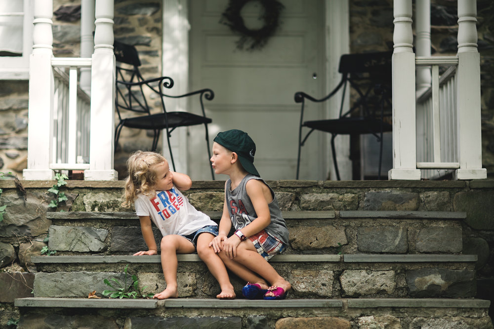 Hello-olivia-photography-Long-island-photography-children-session-family-lifestyle-kissing-kids.jpg