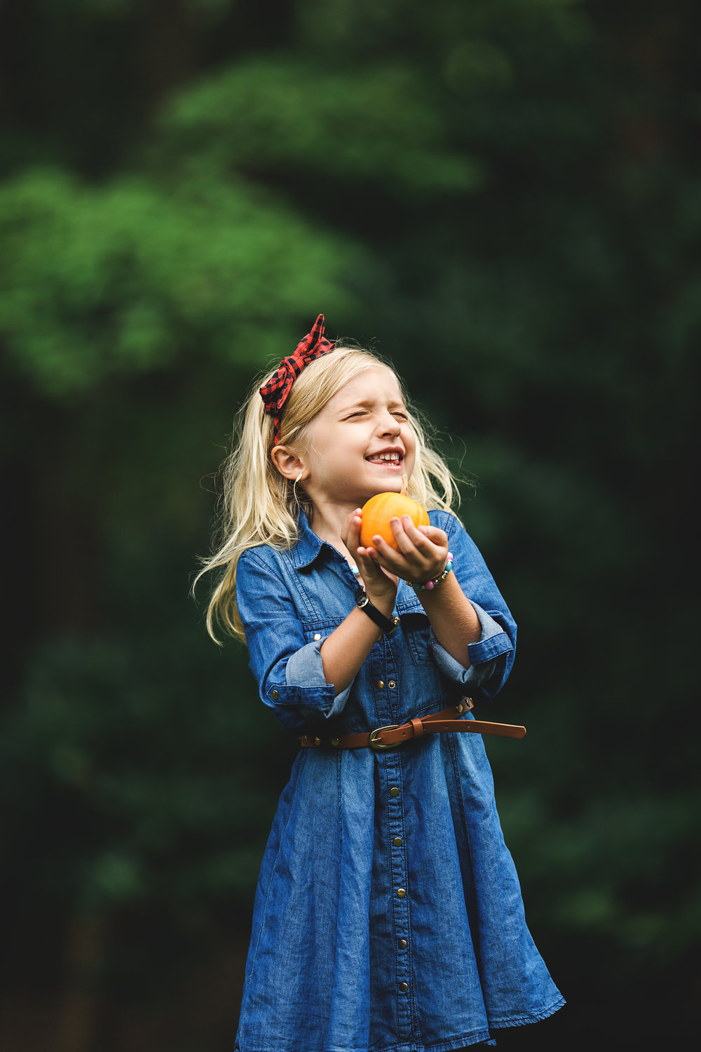 Hello-olivia-photography-Long-island-photography-children-session-family-lifestyle-pumpkin.jpg