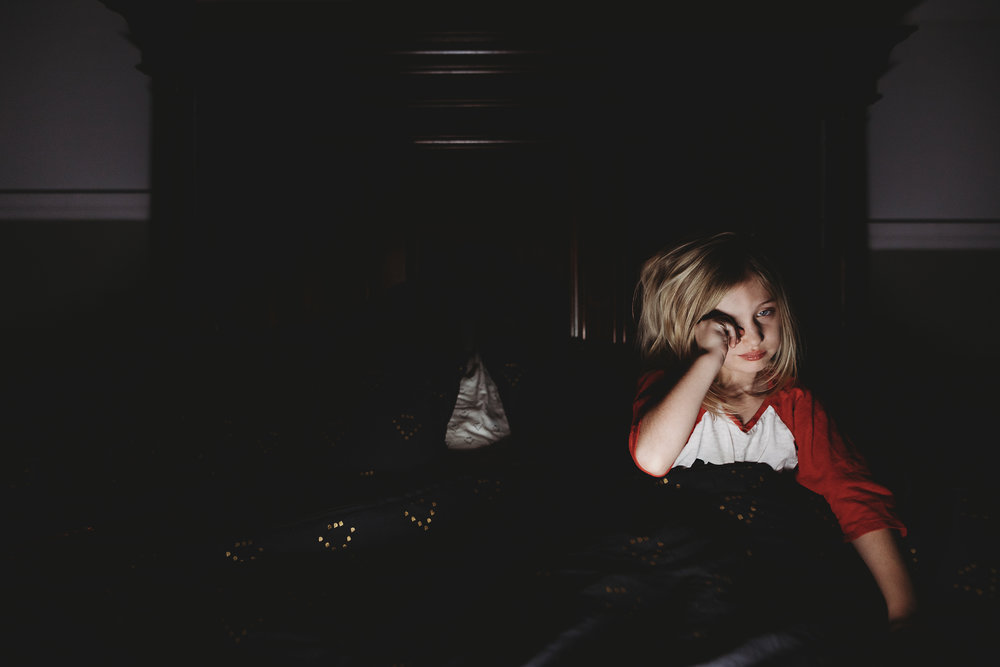 hello-olivia-photography-long-island-photographer-lifestyle-child-sleepy-girl-yawn.jpg