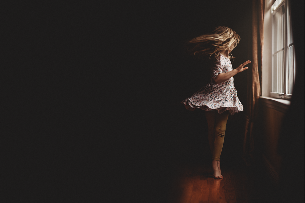 Hello-olivia-photography-long-island-photographer-children-lifestyle-dancing-window
