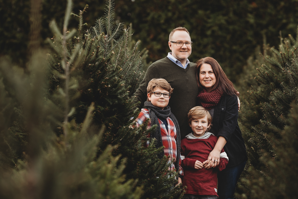 hello-olivia-photography-long-island-family-portrait-session-candid-lifestyle-treefarm-holiday-session-6.jpg