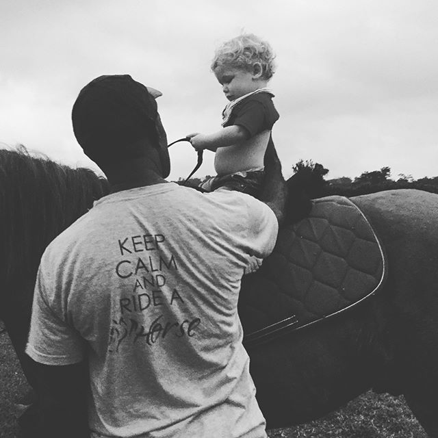 Our littlest member learning the ropes off the boss 🙌😀🐴 #swipe➡️ #lovehorses #vanuatu #southpacific #horseriding #tour #discovervanuatu #travel #kids #family #fun #beautiful #horses #trailriding #cheeky
