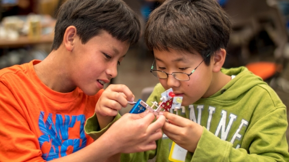 Cheap Programmable Robots for Elementary Students