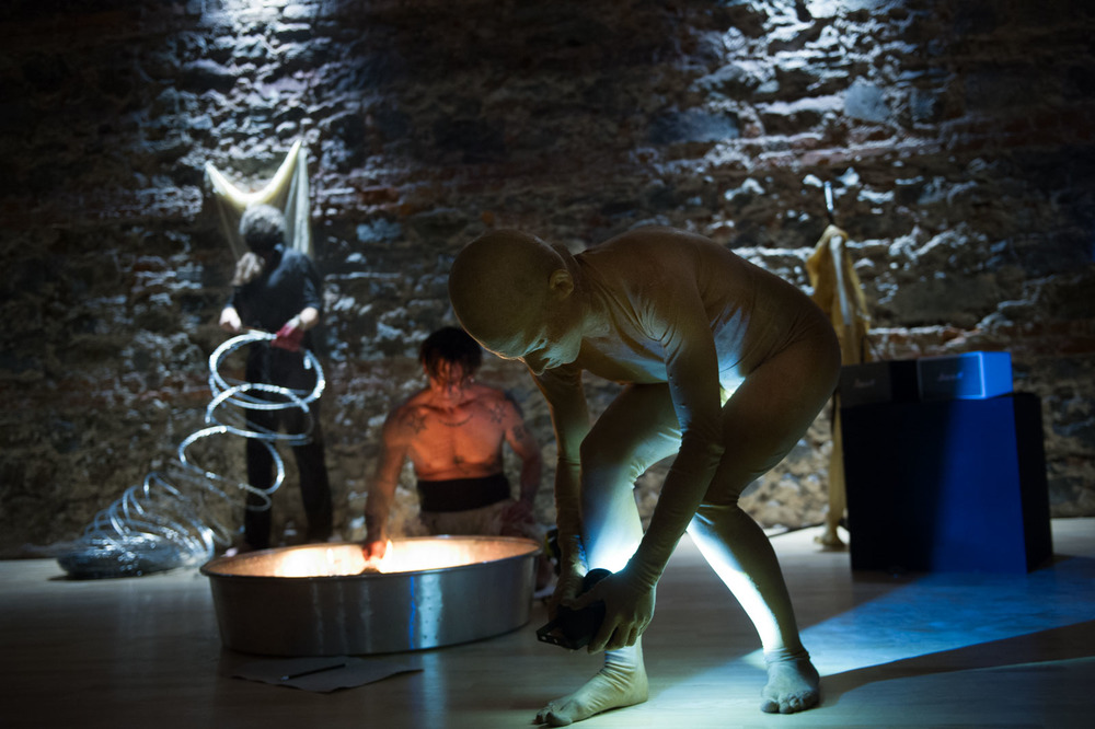 """Francesco Kiais, Andrea Pagnes & Verena Stenke in """"Transient Bodies"""""""