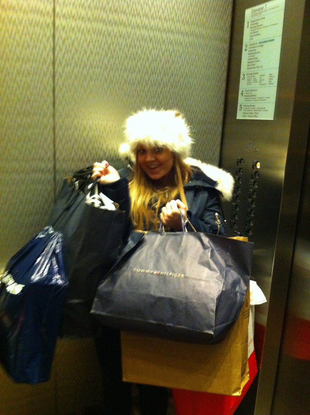 Black_Friday_Sales_Boston_Outlet_Mall_Tommy_Hilfiger_Elle_Blonde_Luxury_Lifestyle_Blog.JPG
