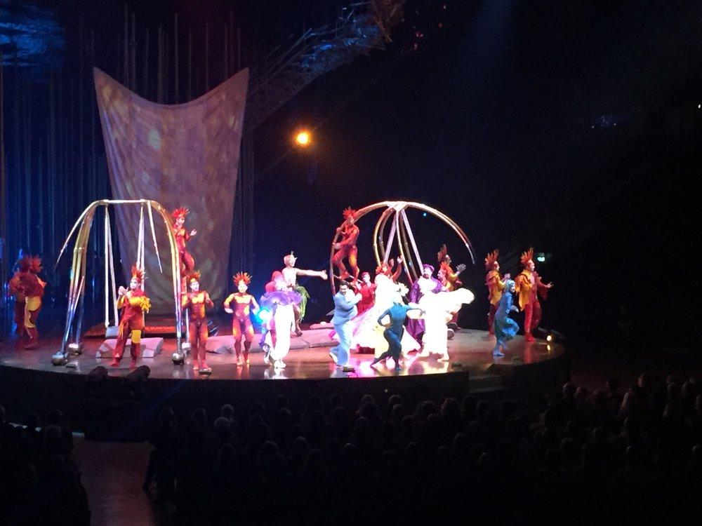 cirque_du_soleil_varekai_50_shades_of_las_vegas_performance_newcastle_metro_radio_arena_elle_blonde_luxury_lifestyle_blog
