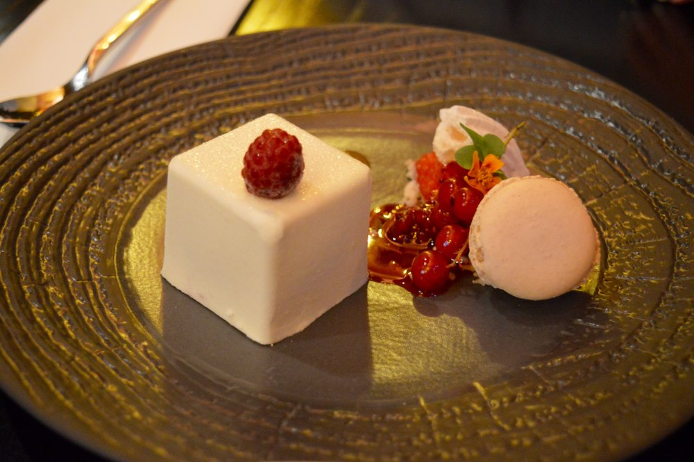 Chaophraya_Newcastle_Thai_Dining_Experience_White_Chocolate_Box_Pudding_Food_Elle_Blonde_Luxury_Lifestyle_Blog