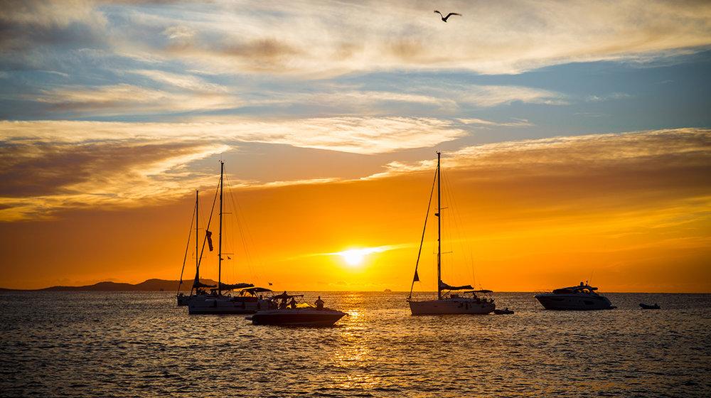 ibiza_boat_party_cafe_mambo_boat_trip_sunset_boats_elle_blonde_luxury_lifestyle_blog
