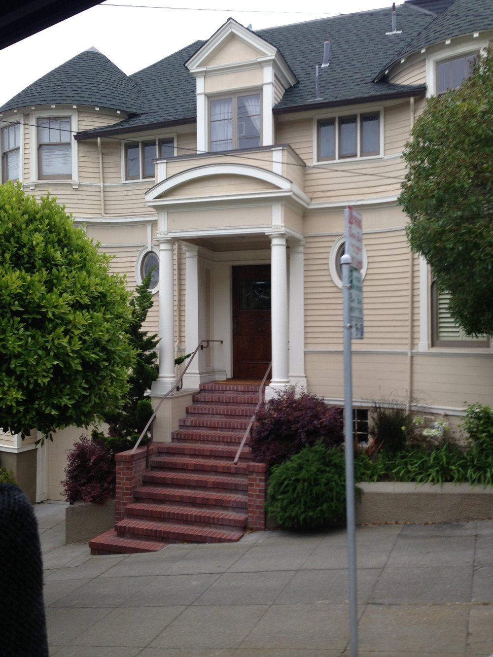 san_francisco_windy_city_what_to_do_what's_on_mrs_doubtfire_steiner_street_elle_blonde_luxury_lifestyle_blog