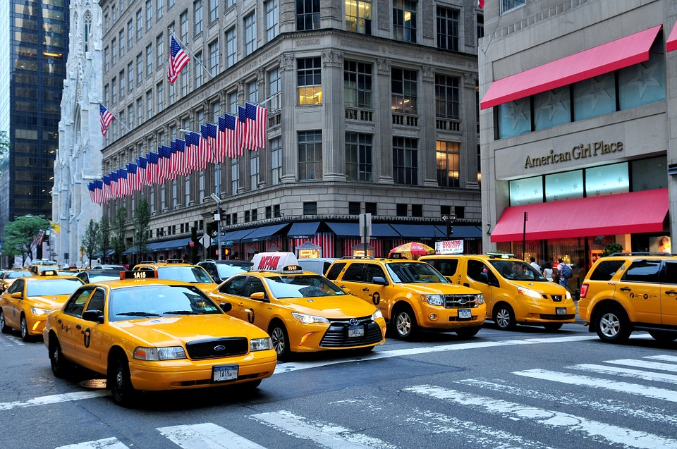 new_york_city_travel_guide_fifth_avenue_yellow_cabs_NYC_tips_what's_on_elle_blonde_luxury_lifestyle_blog