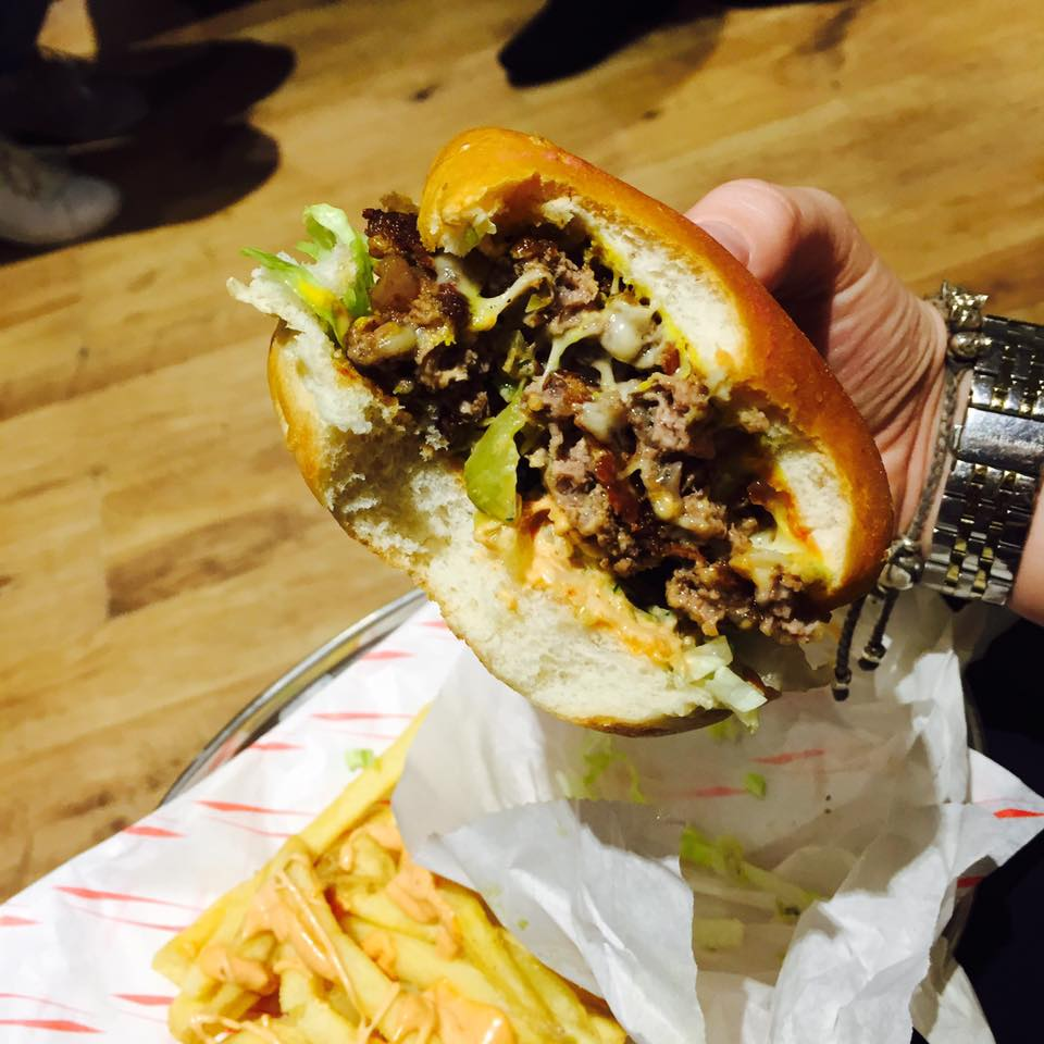 the_grind_best_burgers_in_newcastle_no_28_dacia_magic_weekend_rugby_league_newcastle_elle_blonde_luxury_lifestyle_blog