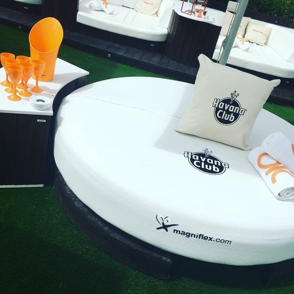 ocean_beach_club_ibiza_the_ultimate_ibiza_weekender_hen_party_veuve_clicquot_havana_club_round_bed_elle_blonde_luxury_lifestyle_blog