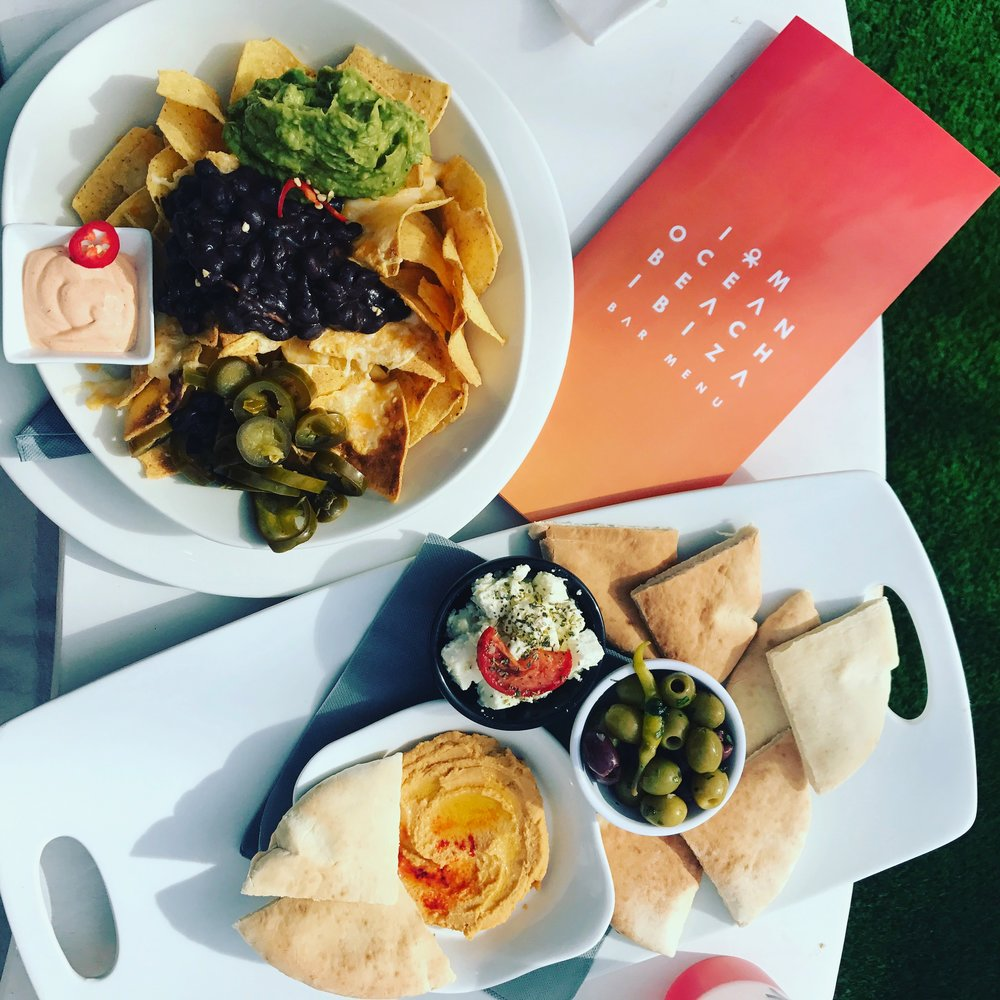 nachos_hummus_food_ocean_beach_club_ibiza_the_ultimate_ibiza_weekender_hen_party_veuve_clicquot_havana_club_round_bed_absolut_elyx_copper_pineapple_elle_blonde_luxury_lifestyle_blog