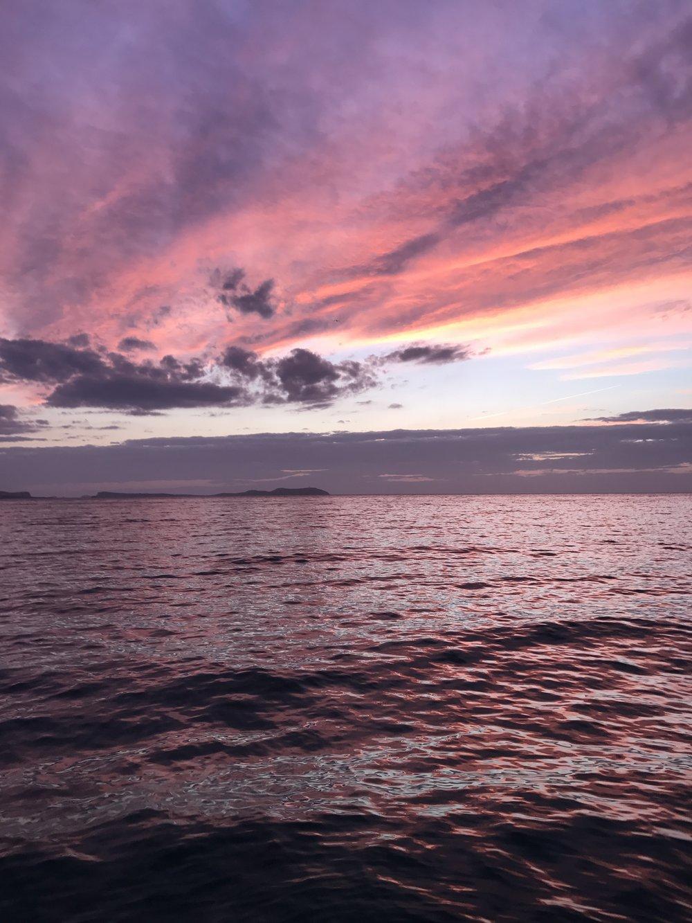 sunset_boats_ibiza_private_chartered_boats_sunset_garry_infin8_life_cafe_mambo_group_evissa_ibiza_elle_blonde_luxury_lifestyle_blog