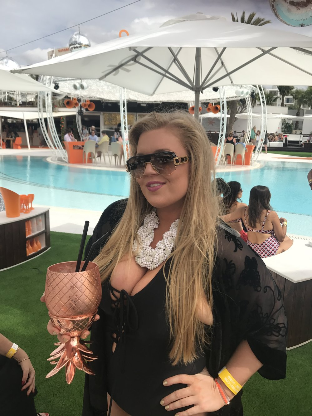 what_to_Wear_in_ibiza_simply_be_swimsuit_for_women_with_curves_boobs_ibiza_evissa_ocean_beach_ibiza_elle_blonde_luxury_lifestyle_blog