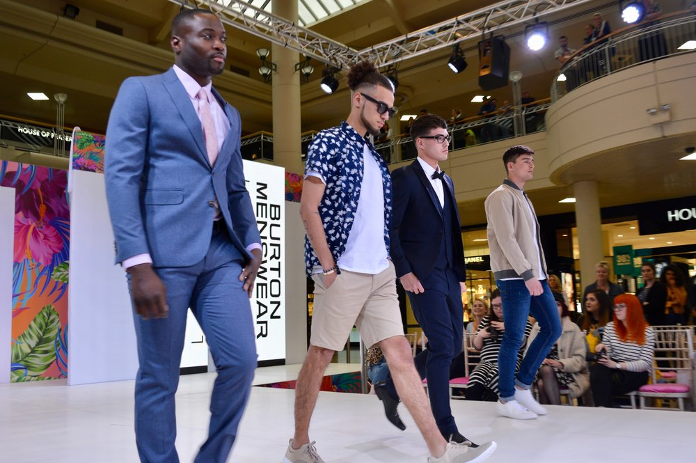 wedding_suits_holiday_wear_intu_metrocenter_fashion_show_summer_event_flamingo_theme_elle_blonde_luxury_lifestyle_blog