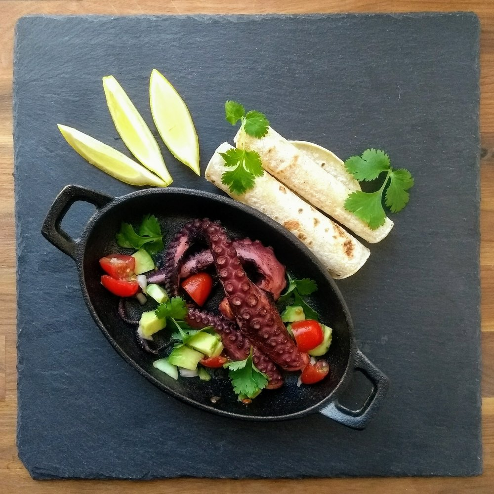 That could be your next Sunday roast - White wine marinated pulpo with fresh salsa and corn tortillas- Yum!!
