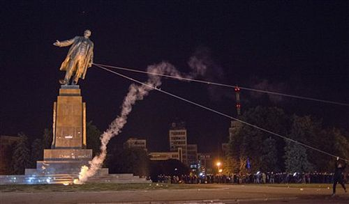 A statue of Lenin is pulled down in Kharkiv, Eastern Ukraine. (Wikipedia)