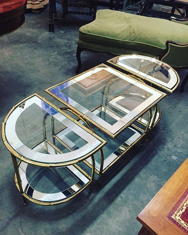 Simply put....In love! ;) @loloantiques  So glamorous... French Art Deco!  Joyeux Noel Louis and Mimi! The shipment is stunning!  #frenchantiques #loloantiques #frenchchateau #piedeterre #oneofakind #treasures #artdeco #oldworld #interiordecor #craftsmen #europeanflavor #timeless #elledecor #testimonyoftime #joyeuxnoel