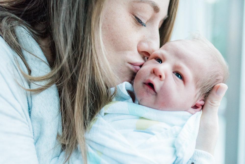 Maryland-lifestyle-newborn-photographer-fresh48-baltimore-photos-by-breanna-kuhlmann-#bklp-12.jpg