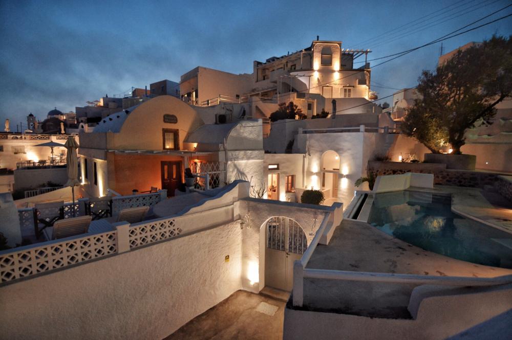 Santorini Hotel.png