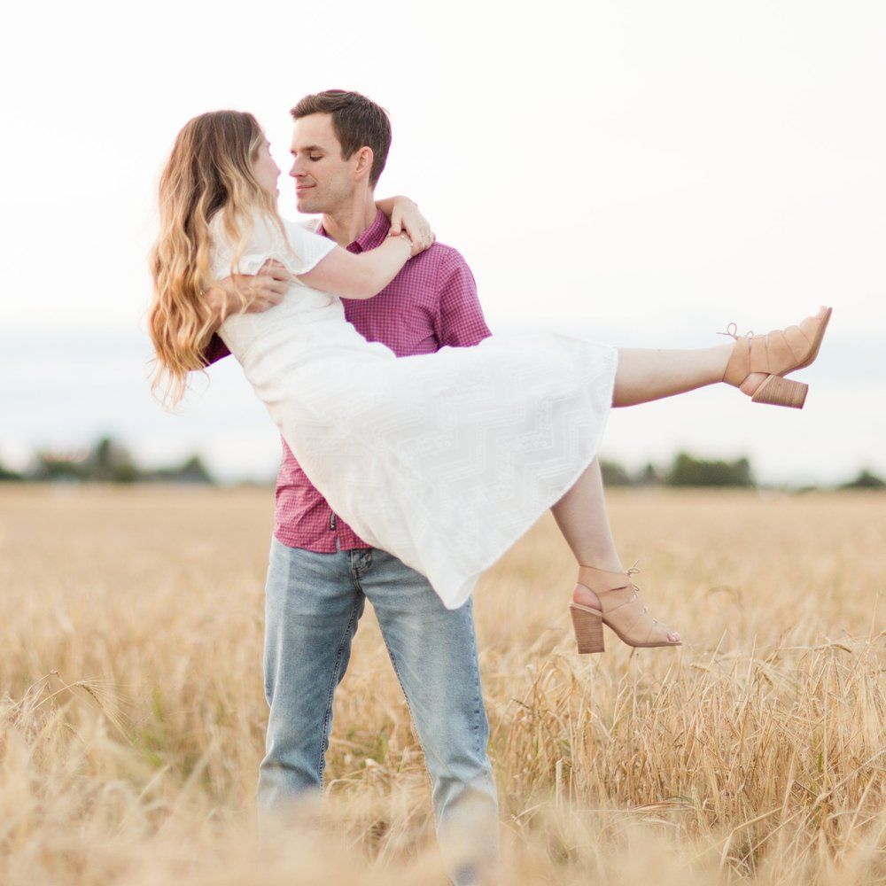 Engagement-session-wheat-field.jpg