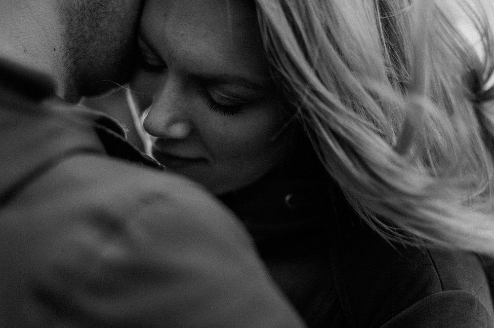 Close up of couple during mentoring for photographers