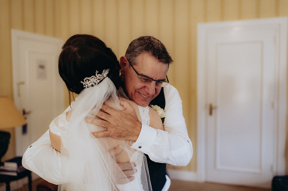 Bride hugging her dad at Duin and Kruidberg Santpoort