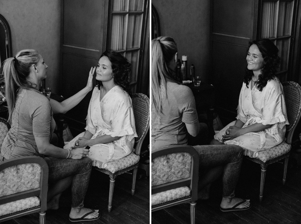 Doing make-up during the wedding day