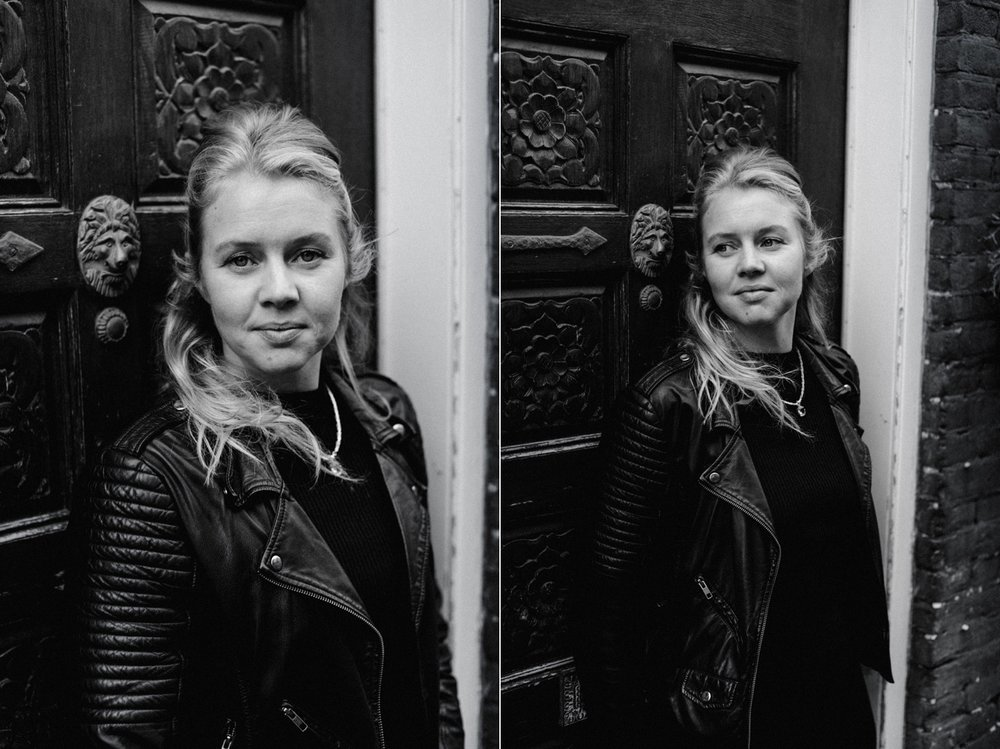 Black and white portrait of Marieke by door