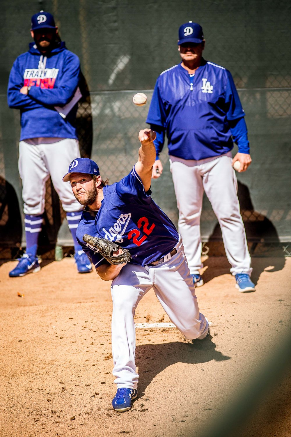 Clayton Kershaw warming up