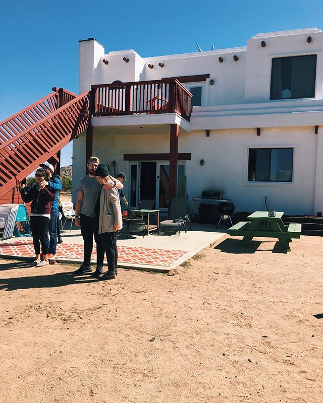 the month of march has been a roller coaster for grant and i. as wild as it has been and as tired as we feel, i'm feeling super grateful for the weekend, this charming little home in the desert, and a chance to retreat with friends. thanks to these peeps 👆🏼 and a few more for the grounding getaway amidst so much change. the laughs weren't bad either.