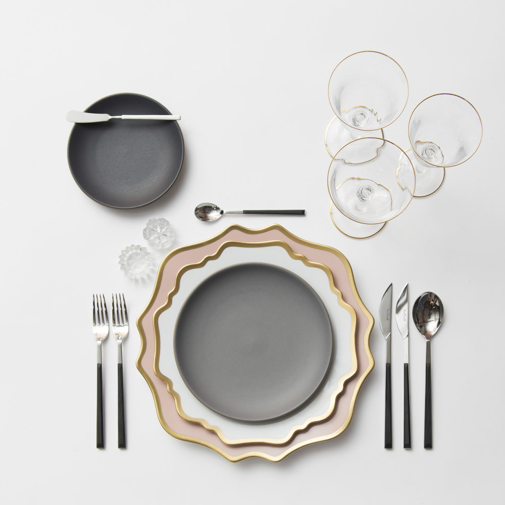 RENT Anna Weatherley Chargers in Desert Rose/Gold + Anna Weatherley Dinnerware in White & Pink | Blush | Peach \u2014 Casa de Perrin