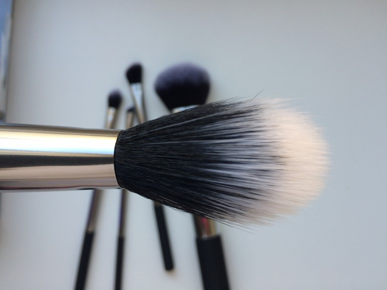 real techniques holiday set duo-fiber face brush