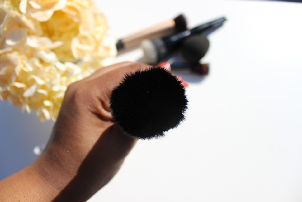 it cosmetics for ulta velvet luxe flat top brush 3