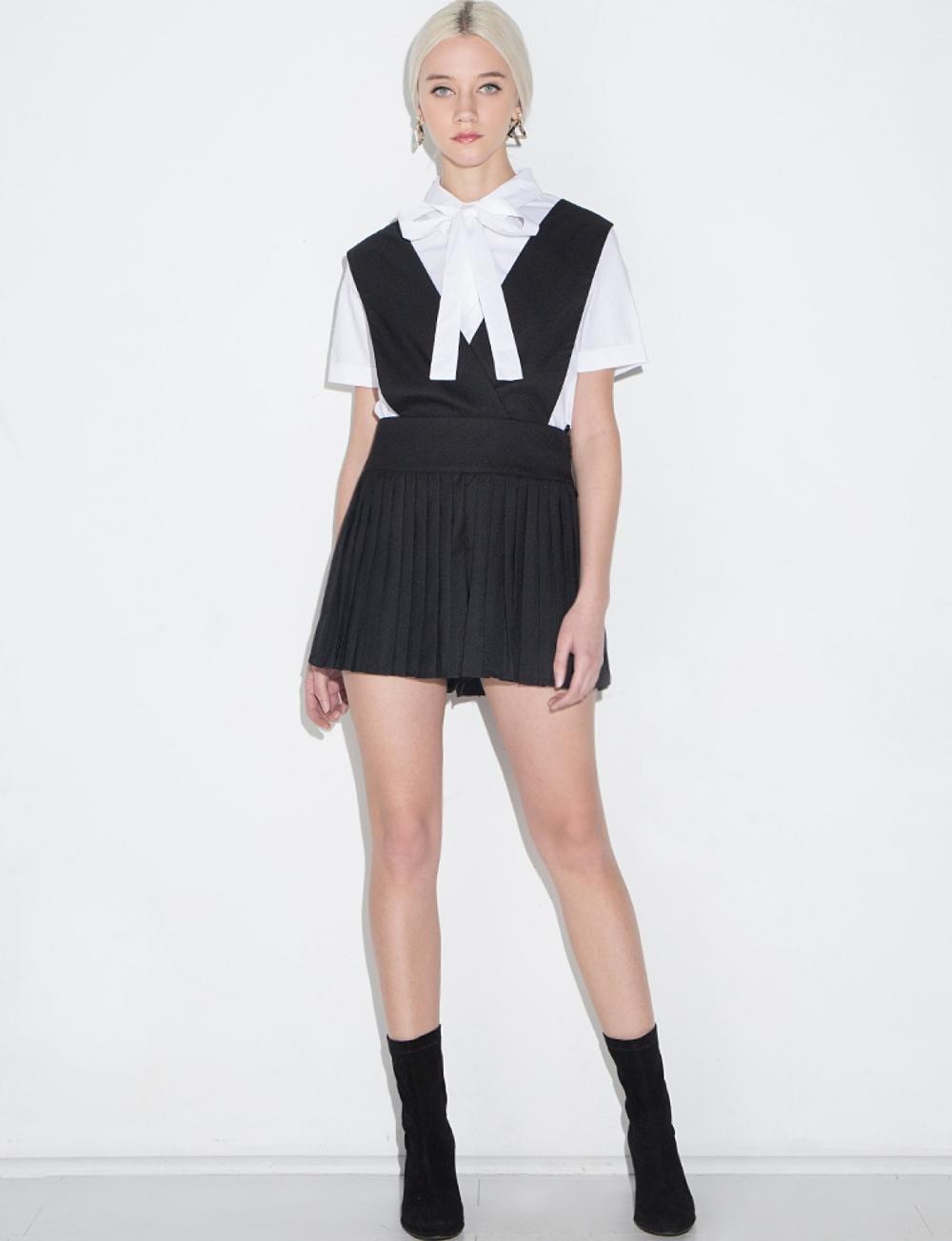 black-suspender-shorts-0e7a5253-1.jpg