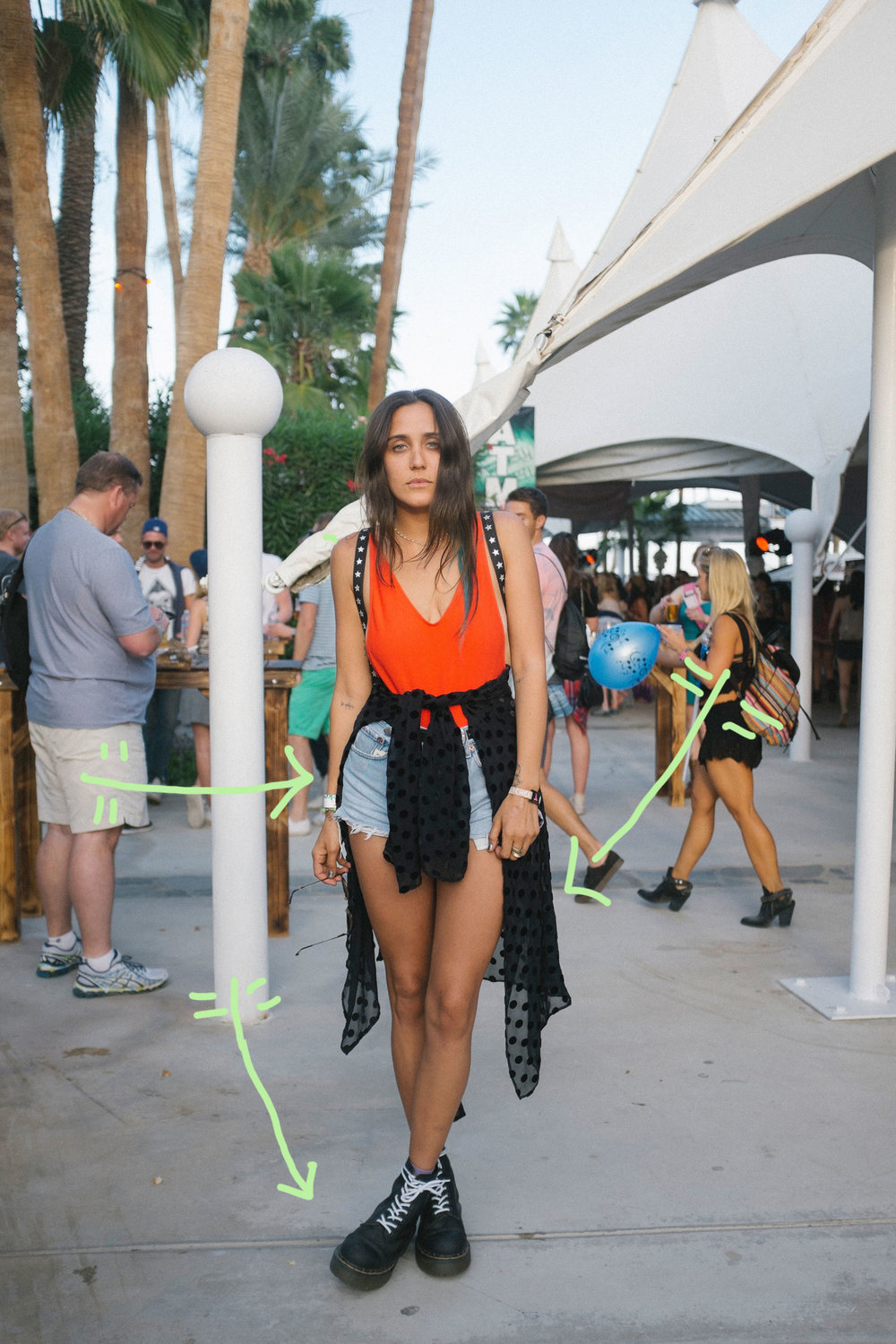 The first time I saw this Coachella look I was gagging (in a good way.) The way jesse has paired this laid back look with the sheer top tied around her waist is amazing. This look is so easy and effortless.