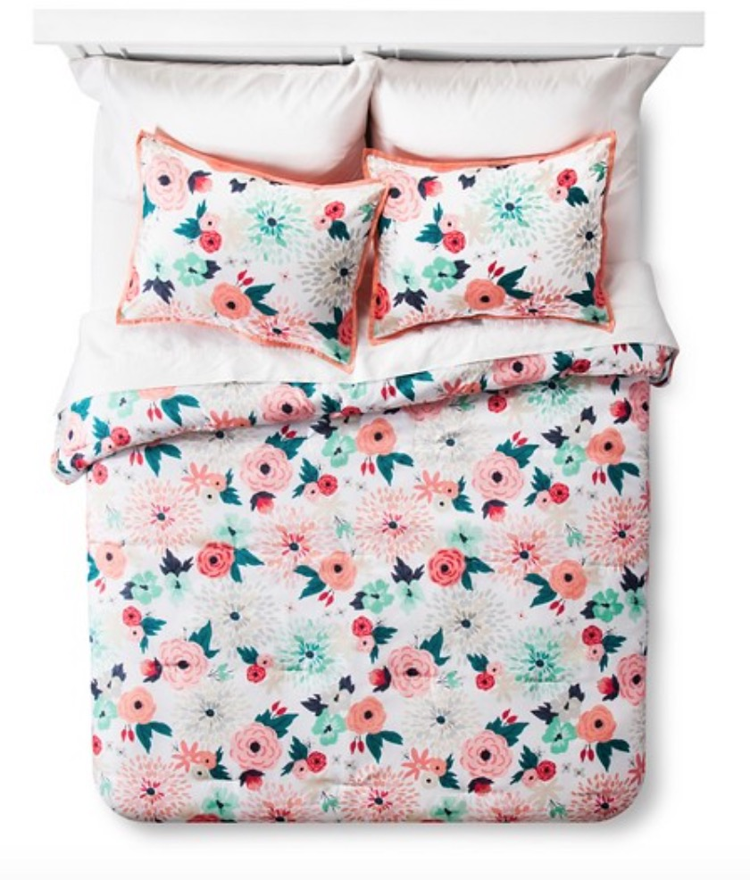 Target Bed Spread. I normally wouldn't go for a print like this, but there's something about this bedspread that makes me want get it!