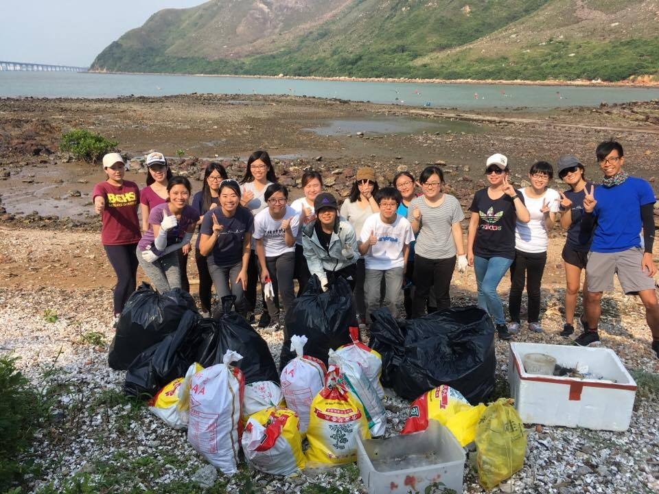 Beach clean up by Hong Kong Dolphin Conservation. Photo courtesy of Hong Kong Dolphin Conservation Society.