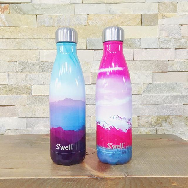 We've been waiting on these for MONTHS, and they've finally arrived! Aspen (left) and Sundance were quick sellers last time, and didn't last in the store for more than a week 😳 I love Sundance, but Aspen seems to be the favourite.  #swell #swellbottle #destination #travel #drinkup #fashion #spring