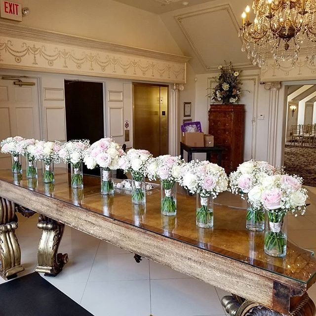 Now that's a bridal party! #blushwedding #blushflowers #classicwedding #roses #babiesbreath #blushandgold #bridalbouquet #bridalparty #boutonnieres #raleighflowers #raleighwedding #garnerwedding #garnerflorist #oakcity