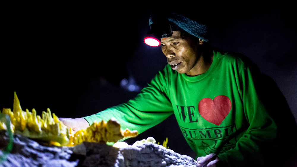 Mariono is a worker in the sulfur mine. He creates crafts and sculptures from molten sulfur to sell to tourists for extra money.