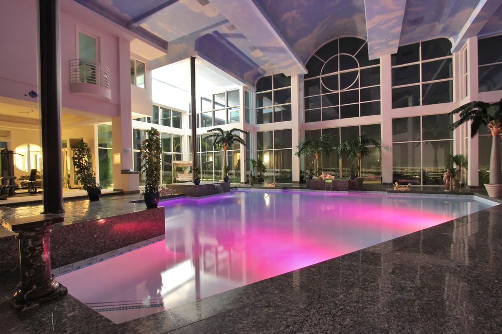 IndoorSwimmingPool_2.jpg