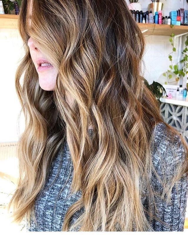 Hand-painted perfection lifted w/ @oligopro + toned w/ @redken #shadeseq on brunette hair by Lynsey 🌹 . . . @mrslyns_stallings #brunettebalayage #longhairbalayage #goldhighlights #ceremonyportland