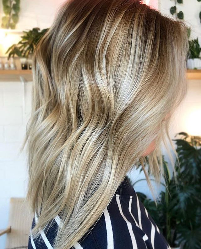 🏆ALL THE DEPTH🏆Ultra-dimensional balayage by expert #hairpainter extraordinaire, Lynsey 🌹 . . . @mrslyns_stallings #deepaf #depthanddimension #dimensionalblonde #blondebalayage