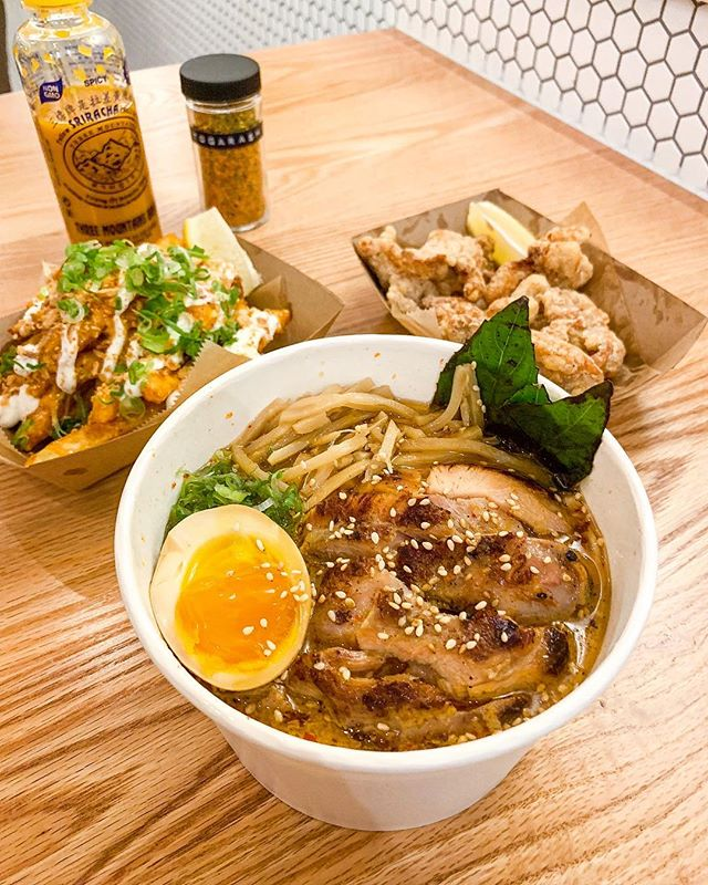 Where has this curry ramen been all my life? 🍜 The broth was so rich and with the right amount of spice! 👌🏼 The new @domufl restaurant in Waterford Lakes Plaza opens tomorrow Jan. 3! Check out my IG story to see more photos and the menu. #softopening #sendnoods #yellowsriracha #eastorlando #domufl