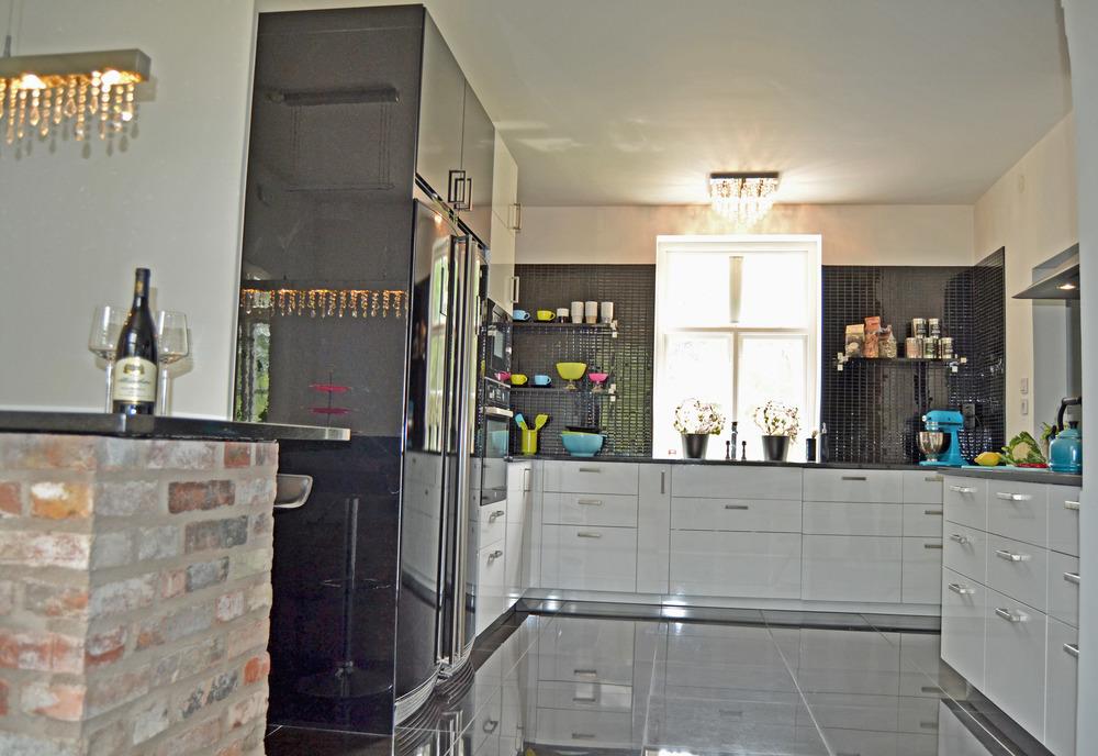 """Ett kök ska vara kul att vistas och """"jobba"""" i - det hjälper lite skojiga färgklickar till med:-)."""